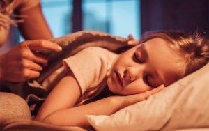 sleeping-child-with-mom