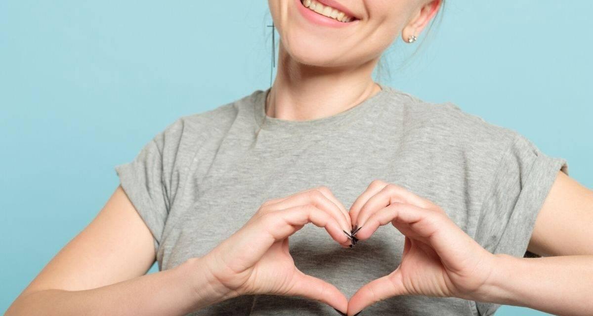 woman-hand-heart